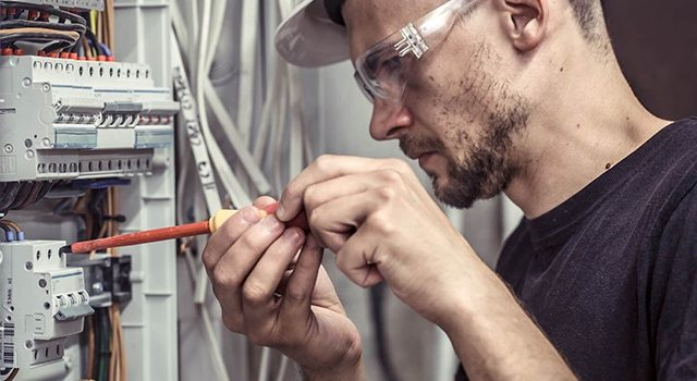All About Becoming an Expert Electrician